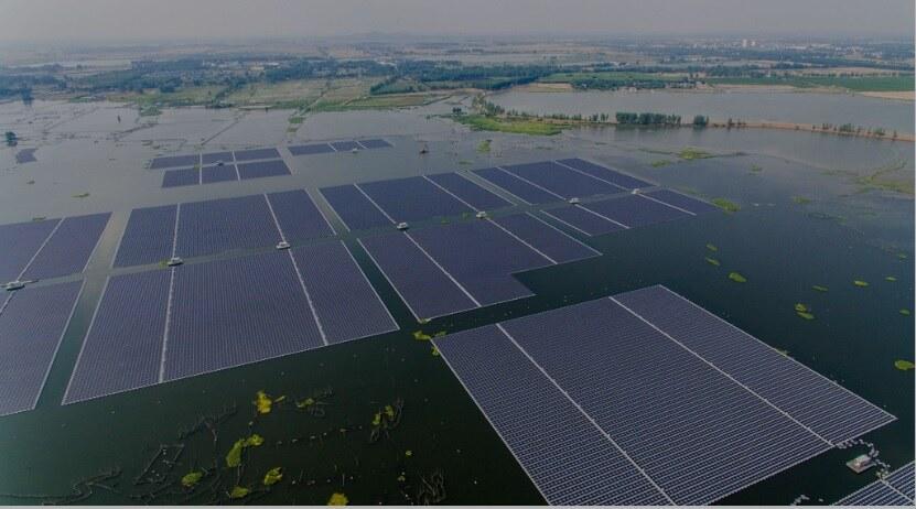Painéis solares flutuantes em 1% dos reservatórios 'poderiam dobrar' a capacidade hidrelétrica da África