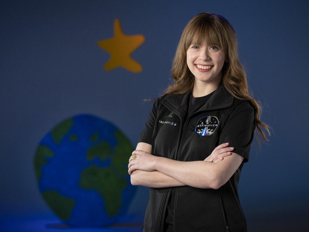 Sobrevivente de câncer se torna o mais jovem americano a ir para o espaço